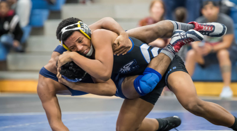 Varsity Wrestling Looks to Improve